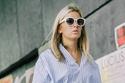 شاهدي أروع صيحات النظارات الشمسية التي شاهدناها خارج عروض أسبوع الموضة في لندن لعام ٢٠١٧