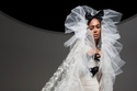 نماذج جديدة لفساتين الزفاف مستوحاة من الأزياء الراقية لخريف 2021