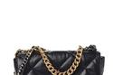 حقيبة  19 Flap Bag من Chanel ويصل سعرها إلى 6995 دولاراً