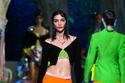 ألوان ساطعة في مجموعة Versace لربيع وصيف 2021
