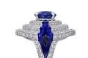 اللون الأزرق لون الماء في خاتم من مجموعة Cartier