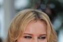 إيفا هيرزيغوفا بعيون سموكي مدخنة وأقراط من شوبارد