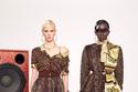 فساتين جلود الثعبان مع خامات أخرى في مجموعة Versace