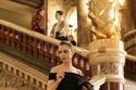 فستان أنيق لليلي كولينز في Emily in Paris يذكرنا بأودري هيبورن