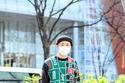 القناع الطبي لن يغيب عن أزياء شارع أسبوع الموضة في طوكيو