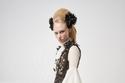 فستان من ال Tulle مع تسريحه شعر ضخمه و أكمام واسعه