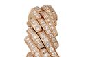 ساعة ذهبية مرصعة بالمجوهرات