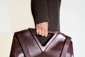 مقبض على شكل V من مجموعة  Bottega Veneta