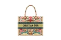طبعات مختلفة من حقيبة Book Tote من Dior