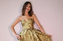 أليكس تشانج بفستان من Prada