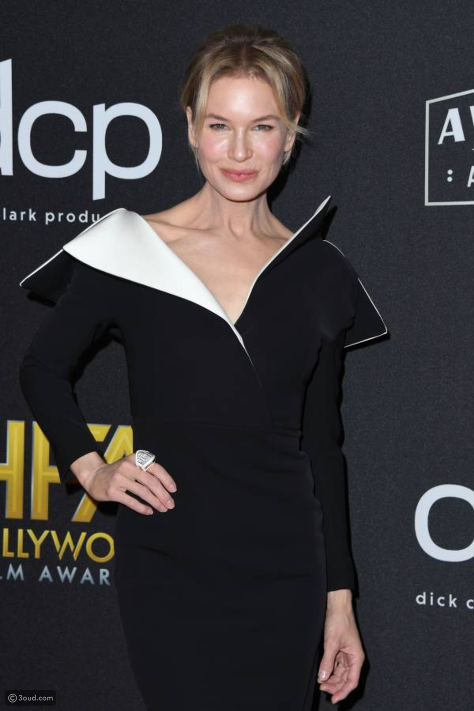 إطلالات النجمات في حفل Hollywood Film Awards