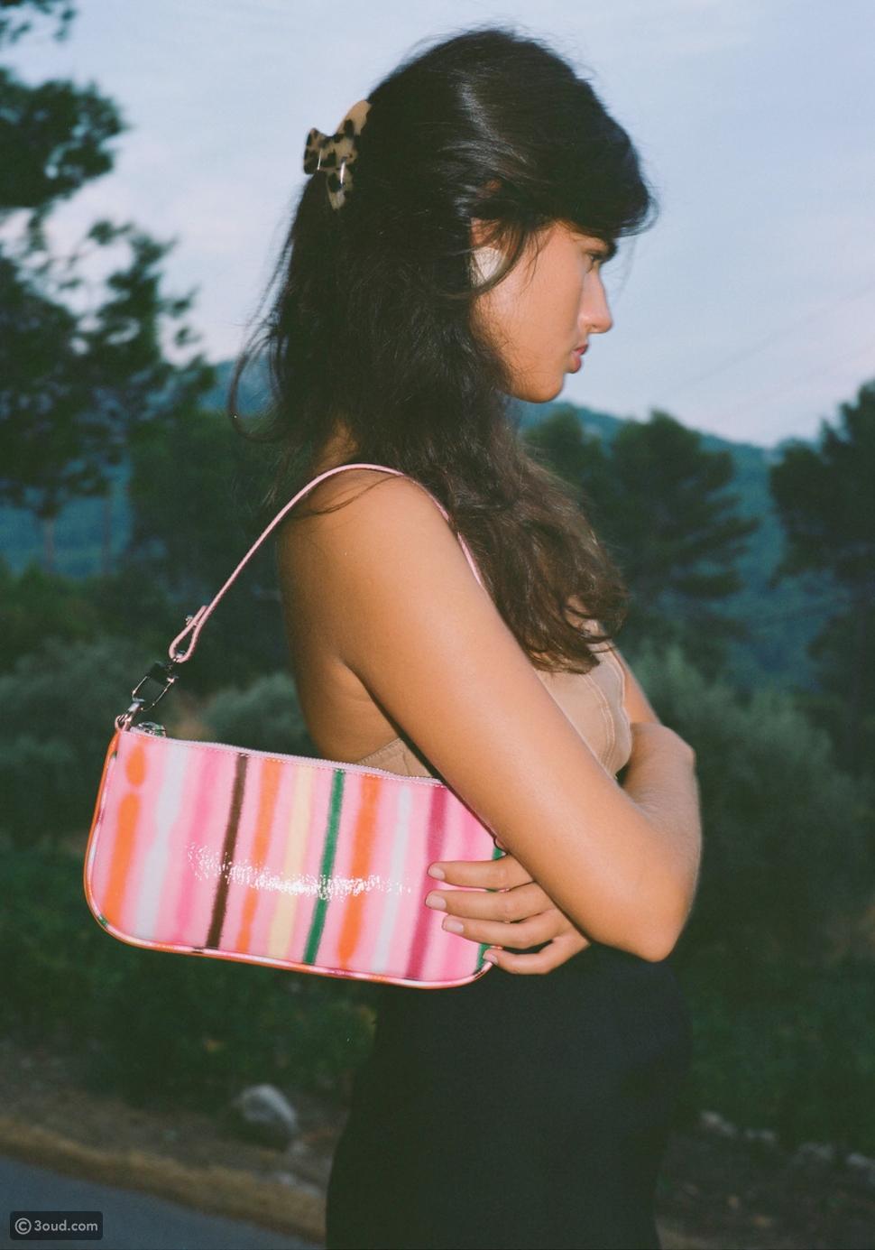 أطلقت BY FAR حقيبتها الجلدية الجديدة ضمن تشكيلة صيف وربيع2021