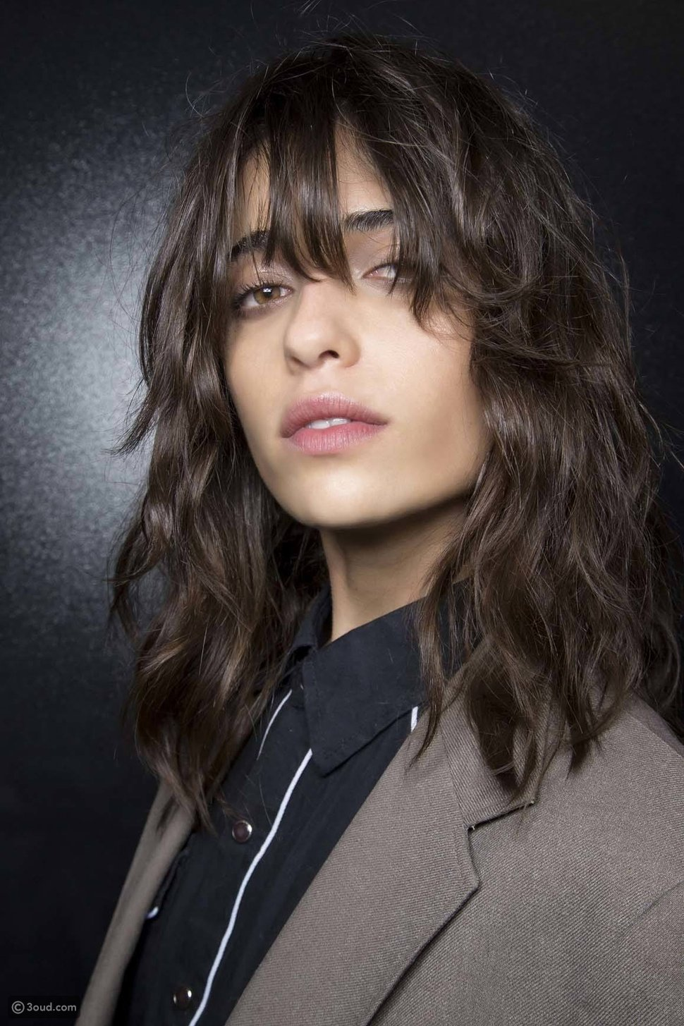 كيف تحددين شكل وجهك؟ 3 طرق للقياس وأفضل تسريحات الشعر لكل منها