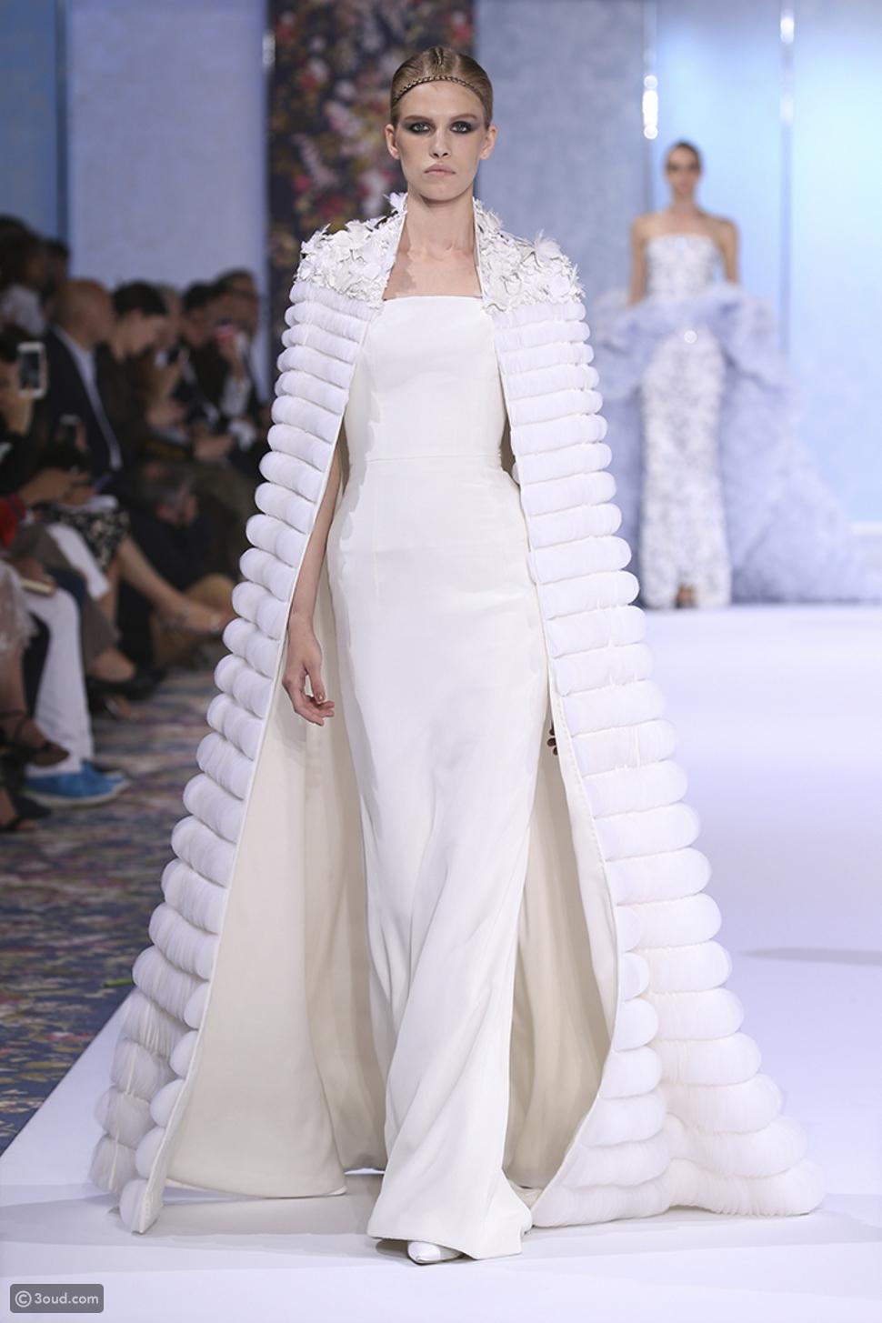 بيونسيه تضيء مسرح الVMAs بهذا الفستان الخلاب.. شاهديه هنا