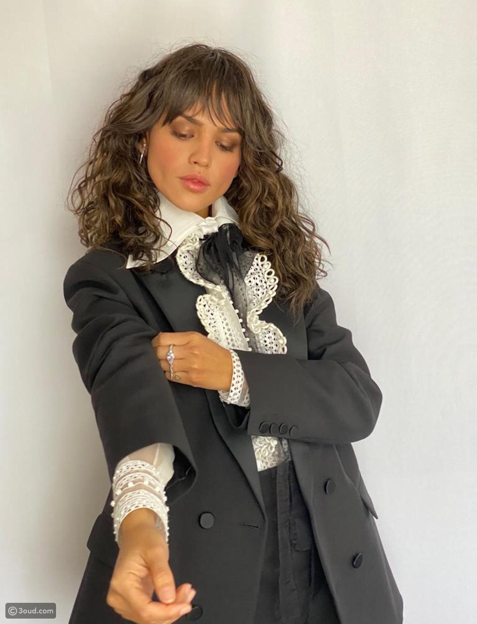إيزا جونزاليس ترتدي مجوهرات من MESSIKA