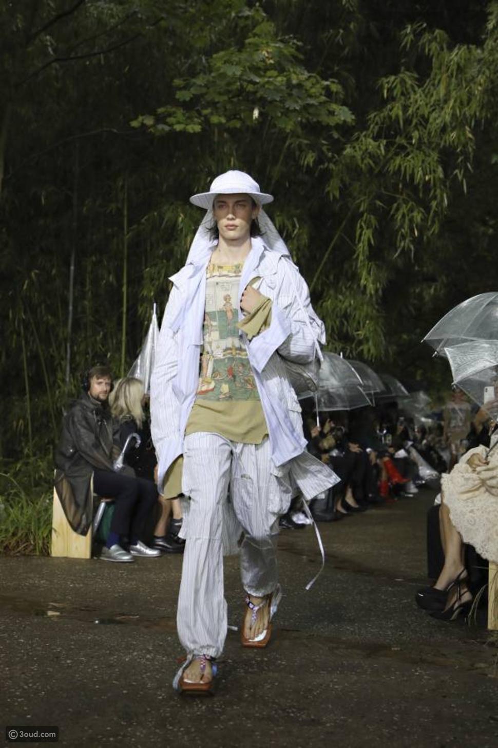 وأمطرت في عرض لانفان في أسبوع الموضة في باريس
