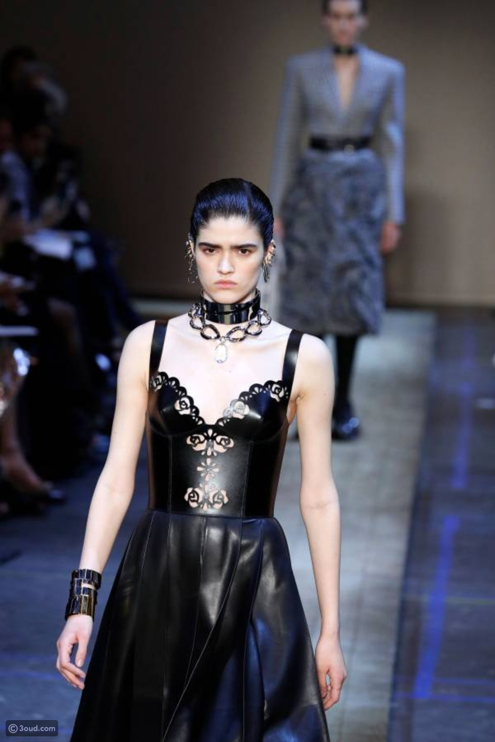 الأزياء الكلاسيكية الجريئة تطبع مجموعة Alexander McQueen لشتاء 2020