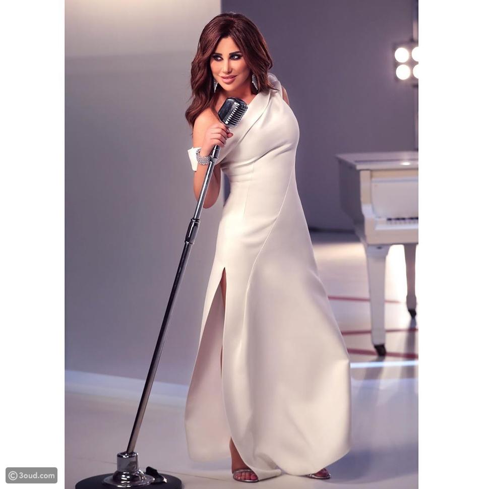نجوى كرم تخطف الأنظار بفستان أبيض في دعايا The Voice Senior