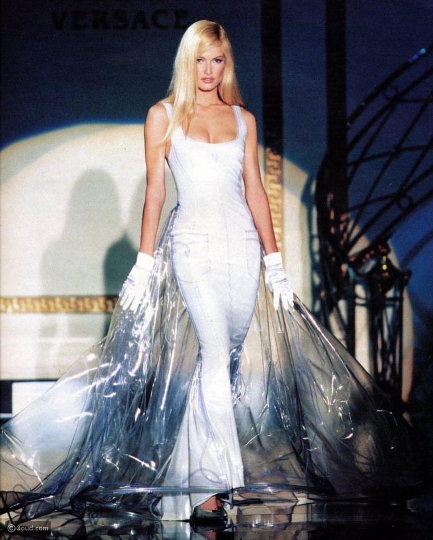 عروض أزياء فيرساتشي هوت كوتور ١٩٩٥