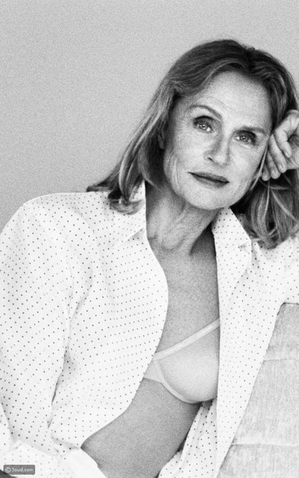 حملة الملابس الداخلية الجديدة من Calvin Klein تتحدى العمر والعنصرية