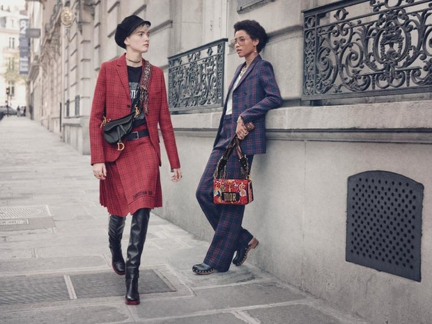 حقيبة Saddle الأيقونية من Dior تعود من جديد