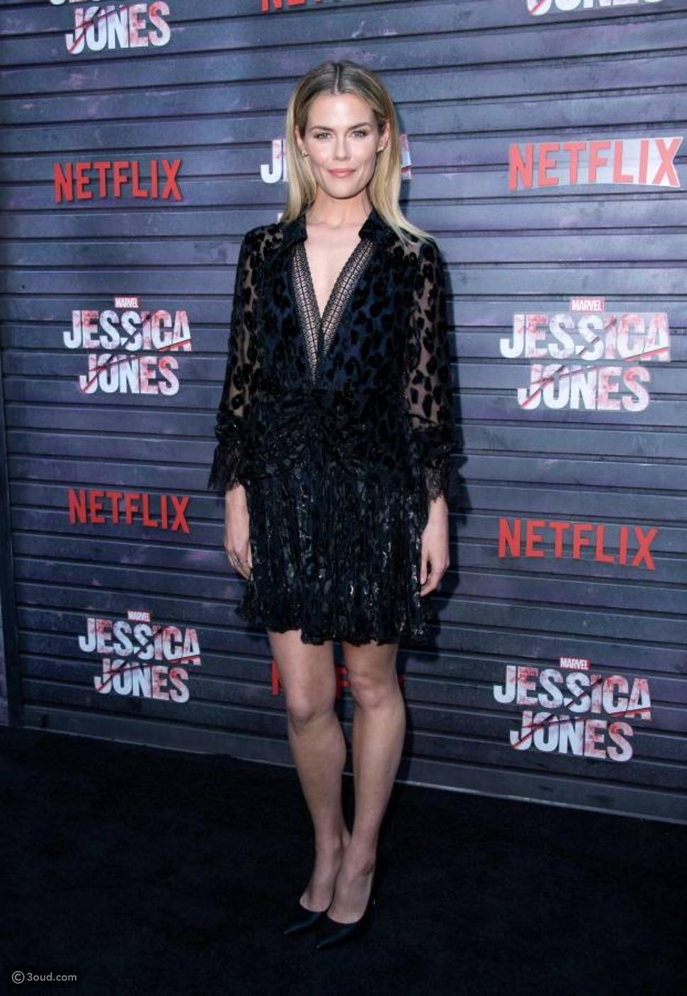 هل أعجبكم فستان رايتشل تايلور الأسود؟