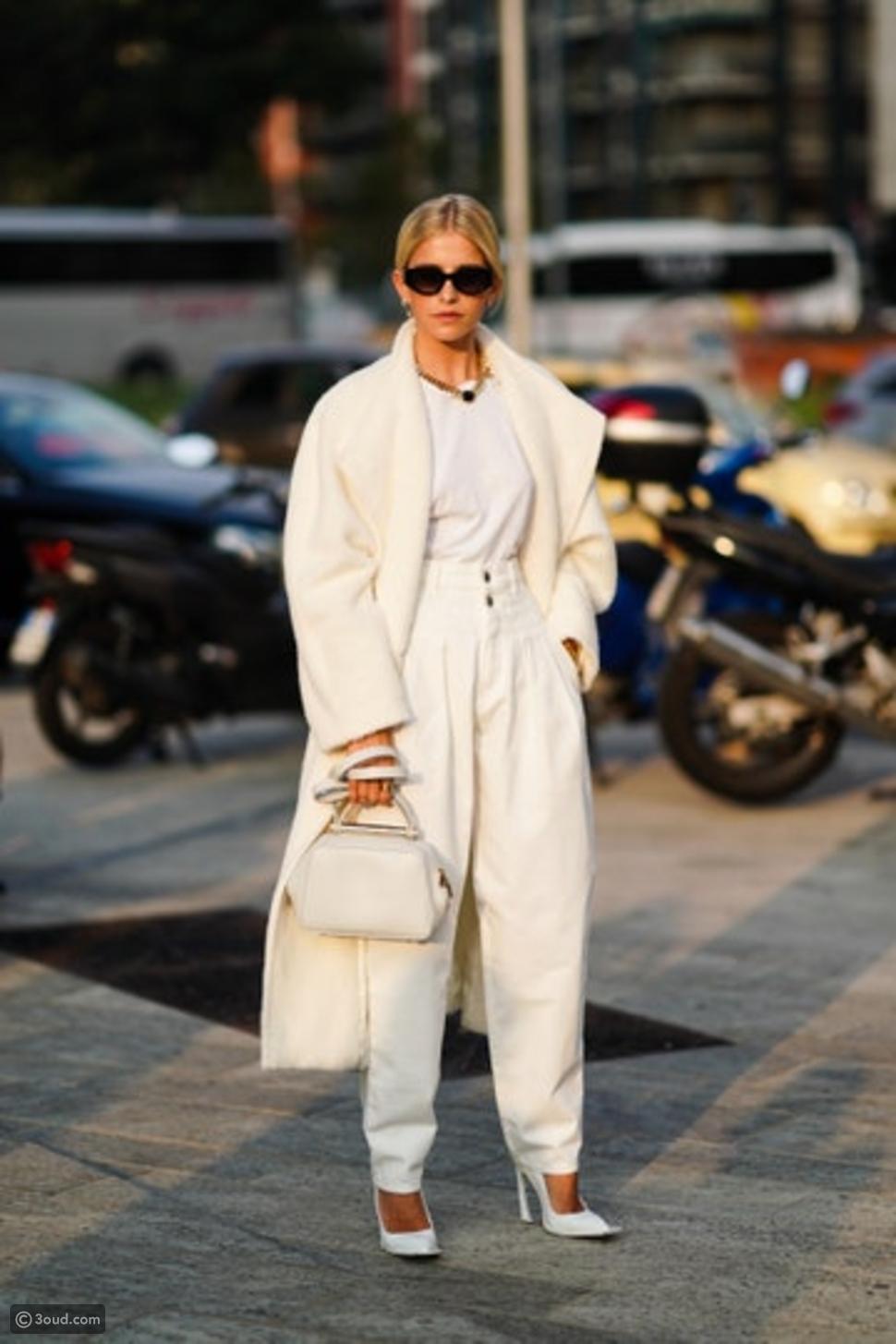 11 تنسيق مختلف للـT-shirt الأبيض البسيط