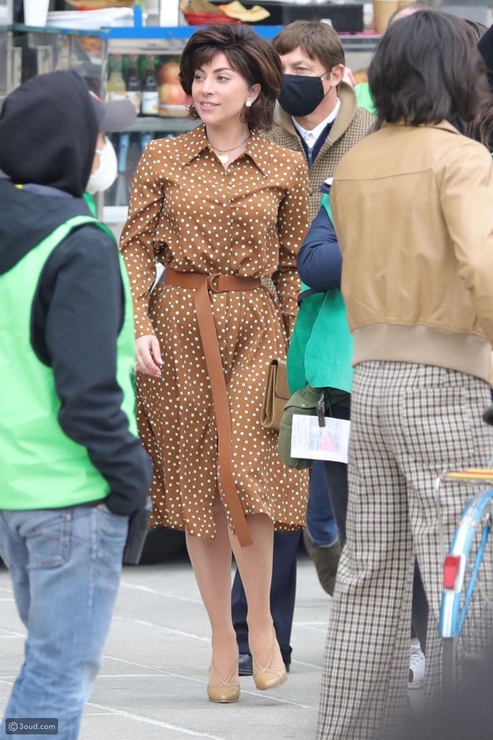 ليدي جاجا بأزياء الثمانينيات الأنيقة من أجل House of Gucci