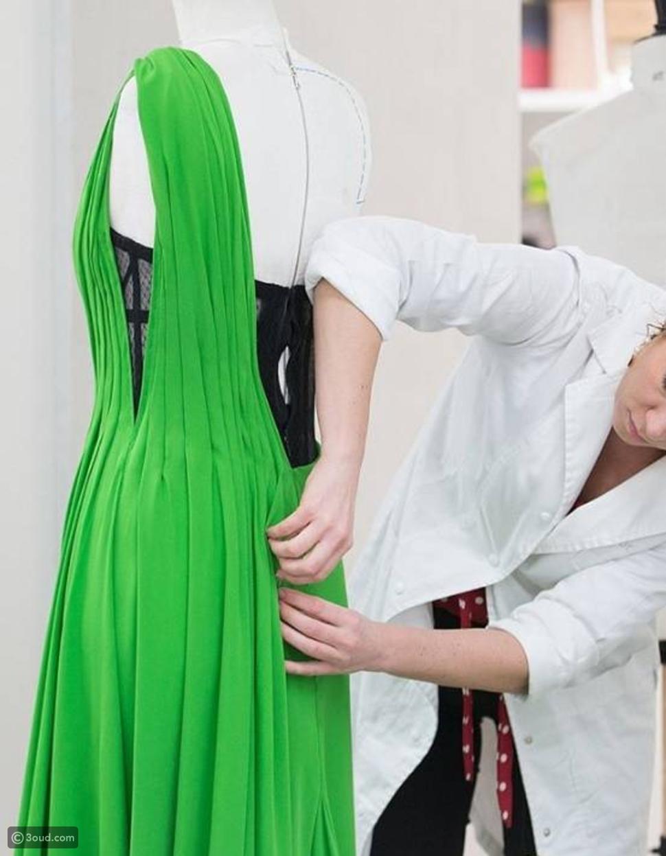 قصة الثوب الذي ارتدته تشارليز ثيرون خلال الغولدن غلوب