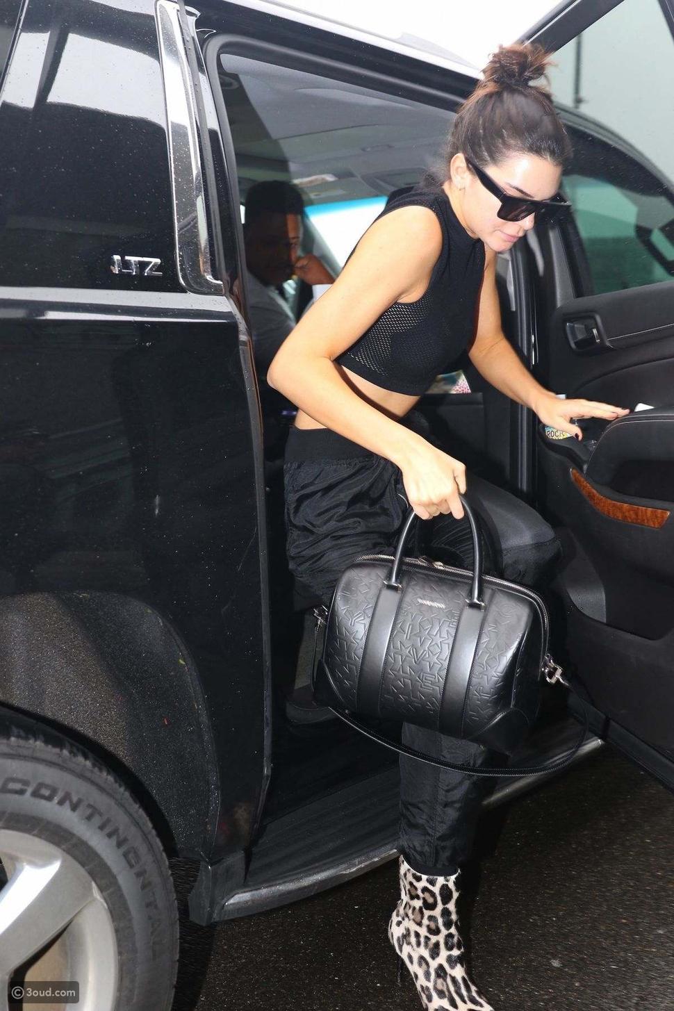 كيندال جينير في المطار