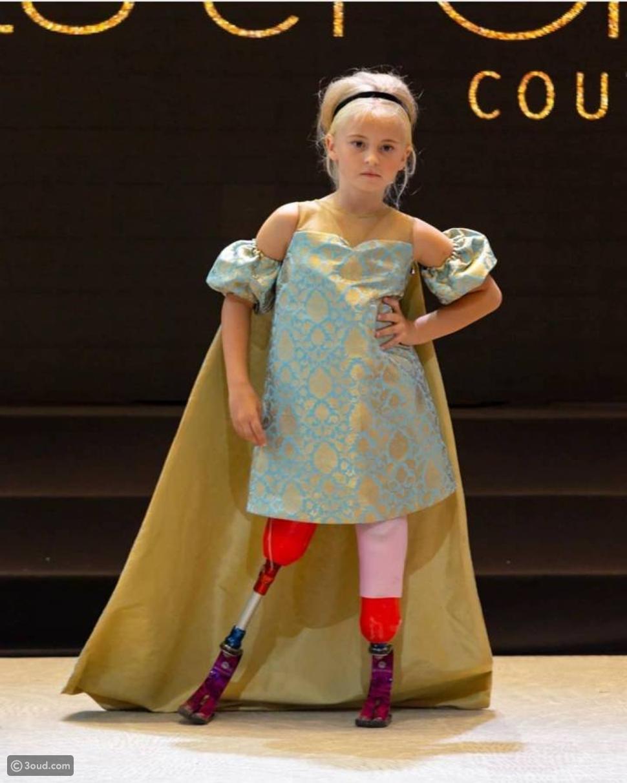 فتاة مبتورة الساقين تشارك في أسبوع الموضة في باريس