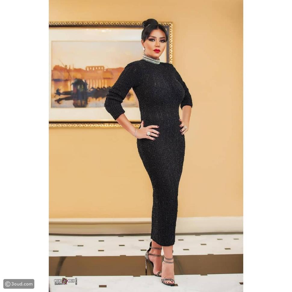 ستيفاني صليبا تعيد ارتداء فستان مشابه لفستان رانيا يوسف في الجونة