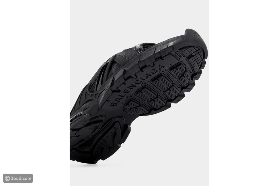 Balenciaga تكشف النقاب عن حذاء سهل الارتداء