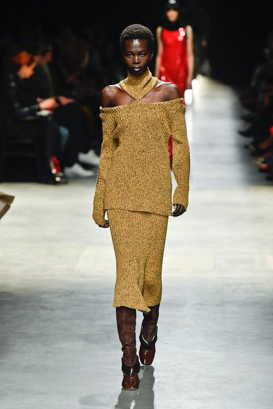 6 صيحات للملابس الصوفية لخريف 2020 من عروض الأزياء