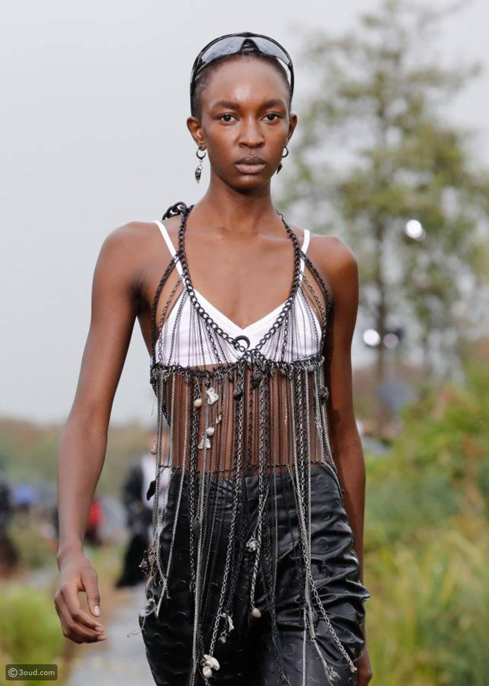 عارضات حوامل في أسبوع الموضة الباريسية بعد نيويورك